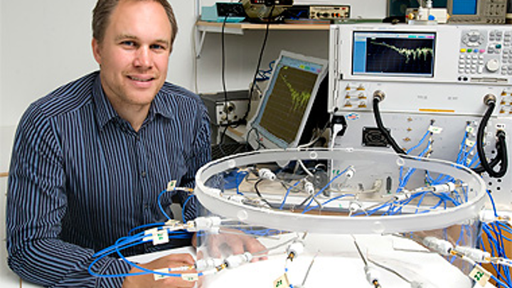 Andreas Fhager, associate professor of biomedical electromagnetics at Chalmers University of Technology, has developed a microwave tomography system that can detect breast cancer