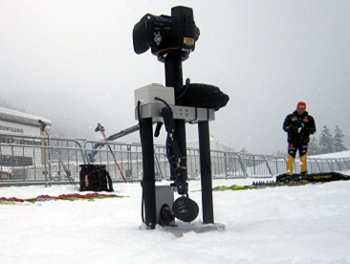 Microscope inspects the properties of snow