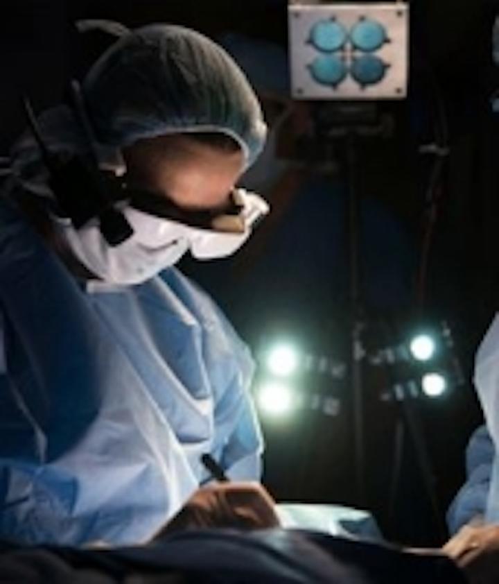 Content Dam Vsd En Articles 2014 02 Wearable Glasses Enable Surgeons To Visualize Cancerous Cells Leftcolumn Article Thumbnailimage File