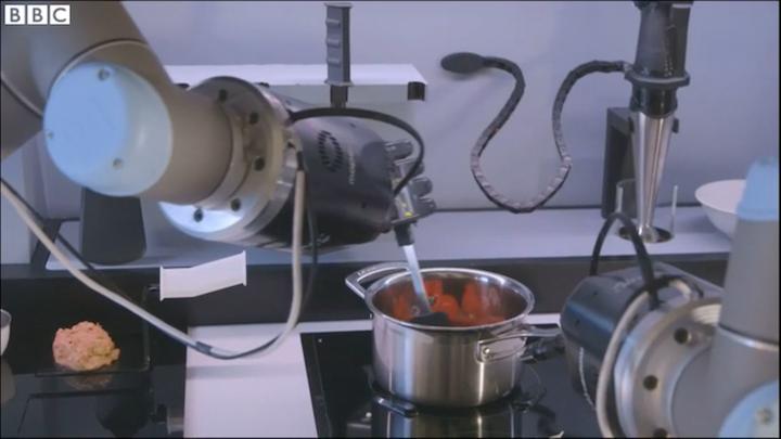 Content Dam Vsd En Articles 2015 04 Robot Sous Chef Makes Crab Bisque Automates The Kitchen Leftcolumn Article Thumbnailimage File