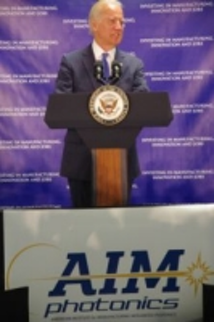 Content Dam Vsd En Articles 2015 08 Integrated Photonics Manufacturing Center Announced By Us Vice President Joe Biden Leftcolumn Article Thumbnailimage File