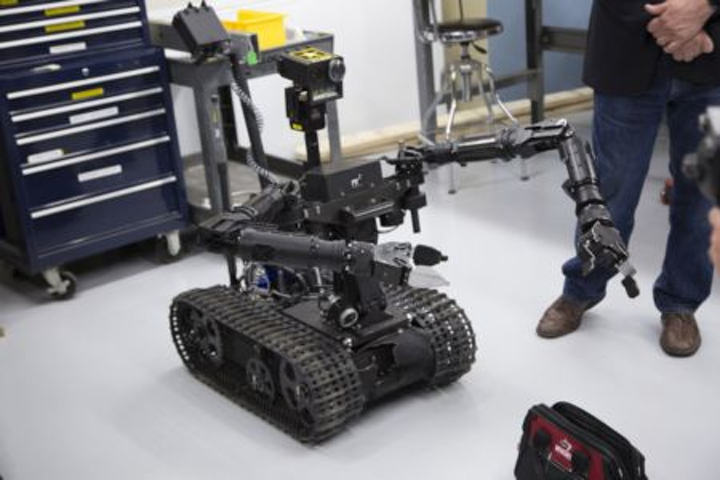 Content Dam Vsd En Articles 2017 06 Five Interesting Ways That Robots Are Being Deployed Right Now Leftcolumn Article Headerimage File